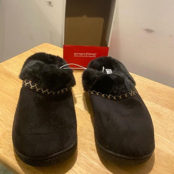 New Isotoner smart zone slipper